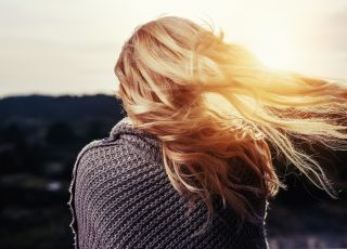 Manger équilibré suffit-il à ne plus perdre un seul cheveu?